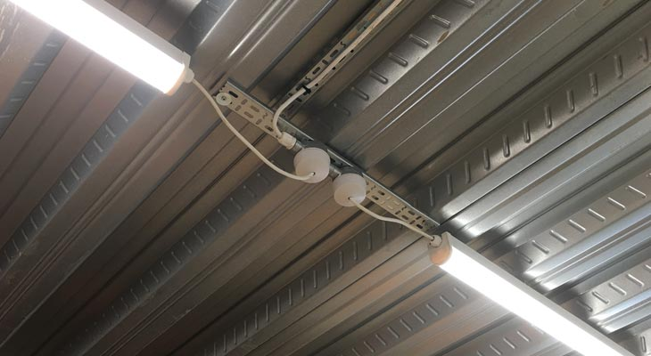 LED batten lighting with connections